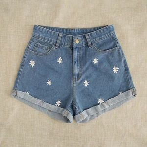 Pants - Daisy floral embroidery denim shorts